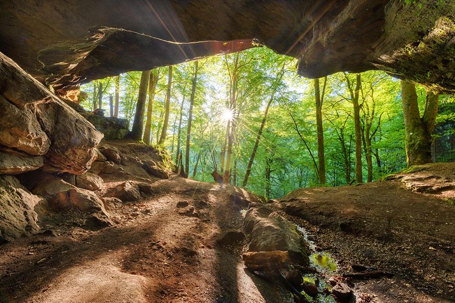 Höhlen, Felsen & Co